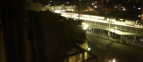 部屋の窓から見える袋井駅